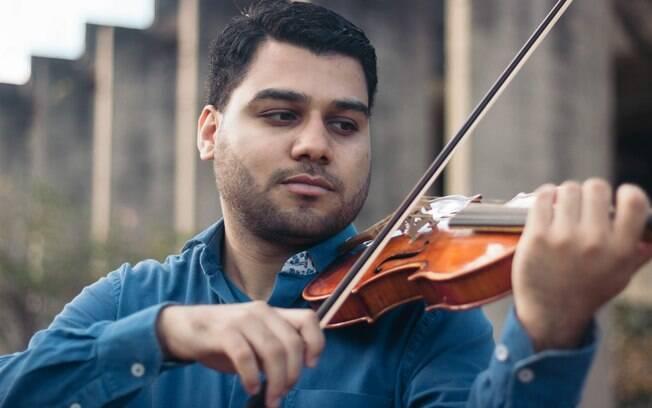 Fernando Almeida é um dos poucos que estudam violino barroco no Brasil