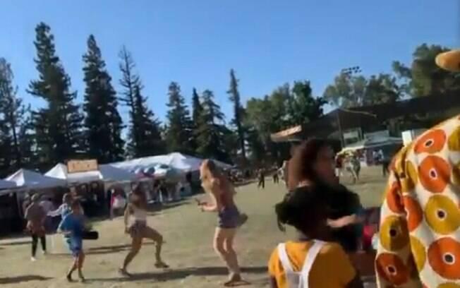 Vídeos registraram momentos de desespero após atirador invadir festival nos Estados Unidos