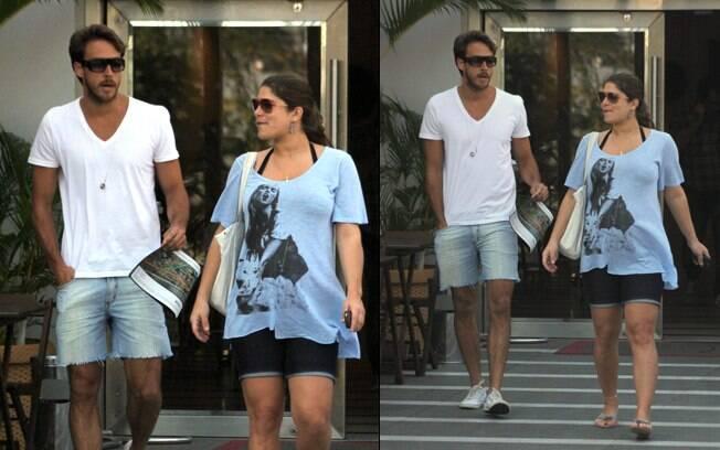 Priscila Fantin almoçou com o namorado, Renan Abreu, em uma churrascaria do Rio