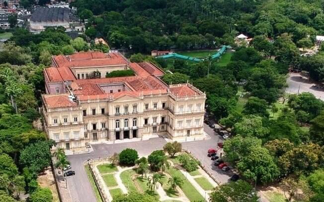 Localizado na Quinta da Boa Vista, o Museu Nacional já foi residência da família real portuguesa e contém um acervo histórico de cerca de 20 milhões de itens