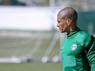 Alex criticou a mentalidade pequena do futebol paranaense
