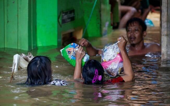 Inundações fizeram diversas vítimas fatais na Indonésia