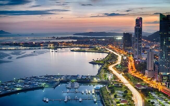 Muito conhecido pelo seu canal, onde você pode fazer um passeio de barco, o Panamá também faz parte da lista de países do mundo que não exigem visto dos turistas brasileiros e conta com uma programação variada para o seu roteiro