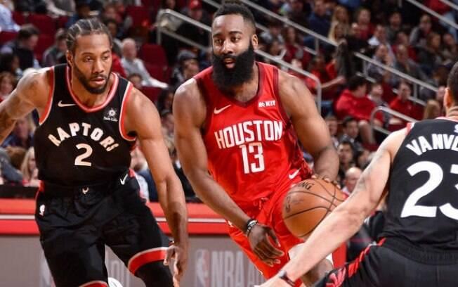 James Harden, do Houston Rockets, fez 35 pontos diante do Toronto Raptors e venceu duelo de estrelas com Kawhi Leonard