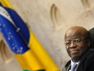 Presidente do STF, anunciou, na abertura da sessão plenária sua decisão de se aposentar do cargo de ministro, em junho.  Na foto: Ministro Joaquim Barbosa do STF   Foto: Nelson Jr./SCO/STF (29/05/2014)