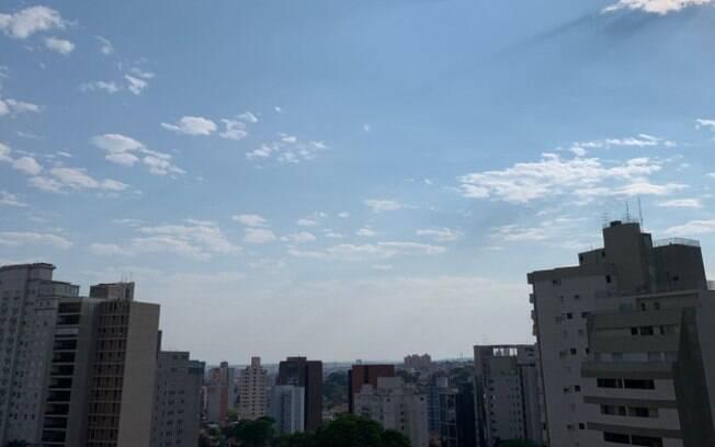 Domingo será de sol entre nuvens com máxima de 33°C