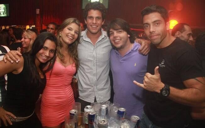 Adriana, Larissa e Ramon se divertem ao lado dos amigos