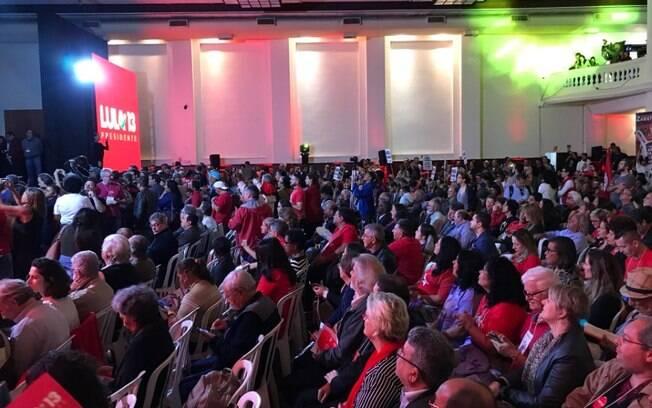 Convenção do PT é realizada na Casa Portuguesa, em São Paulo, e oficializa Lula como candidato