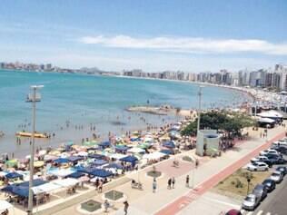 Por cima. Novo calçadão da praia do Morro oferece boa opção de lazer para turistas e moradores
