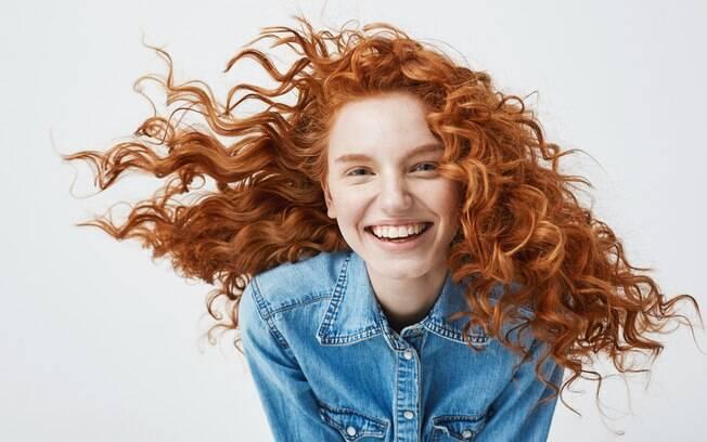 Produtos como leave-in são essenciais após as lavagens, para que o cacho fique bem definido quando o cabelo secar