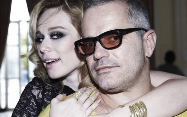 A atriz Mariana Ximenes estrela a campanha de joias da Vivara. Na foto com o diretor de arte Giovanni Bianco