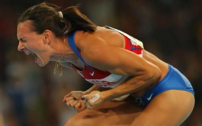 Yelena Isinbayeva comemora bastante mais um  salto perfeito