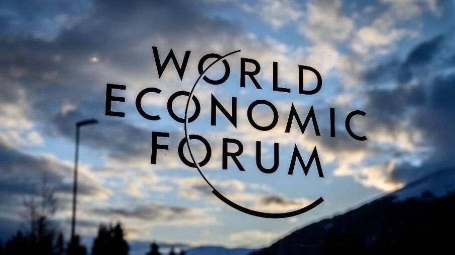 O Fórum Econômico Mundial reúne anualmente políticos e empresários influentes para discutir questões mundiais.