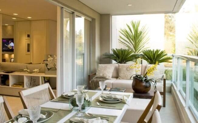 Aproveite a sacada ou varanda da casa ou apartamento para ficar mais tempo ao ar livre