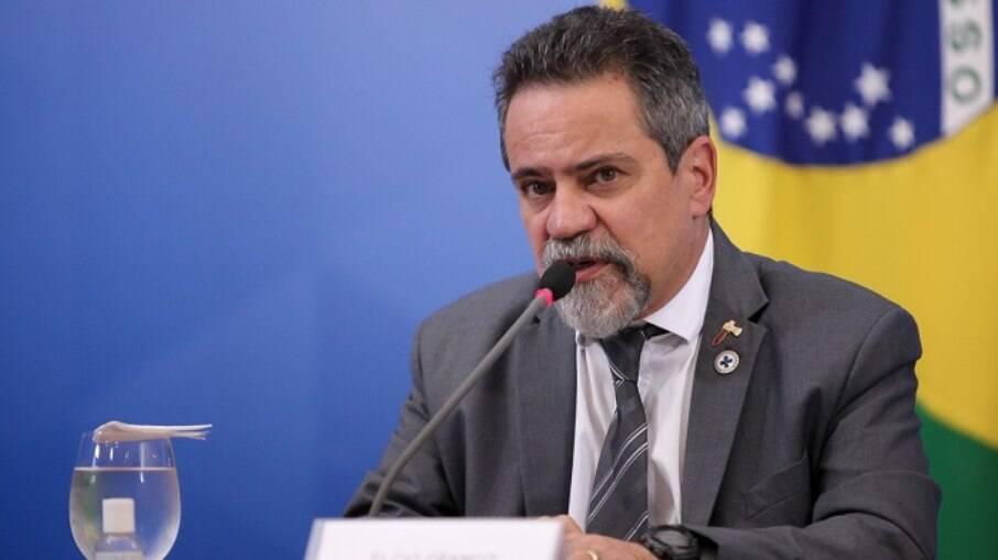 O secretário-executivo da Saúde, Élcio Franco, disse que as negociações o para compra das vacinas da Pfizer e da Janssen estão nos