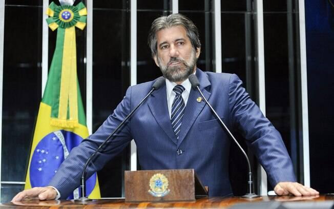 Senador Valdir Raupp (PMDB-RO) é acusado pela PGR de ter recebido doações ilegais para campanhas eleitorais