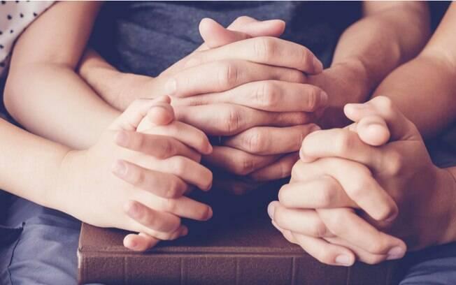 Família abençoada: orações para ter um lar iluminado e feliz