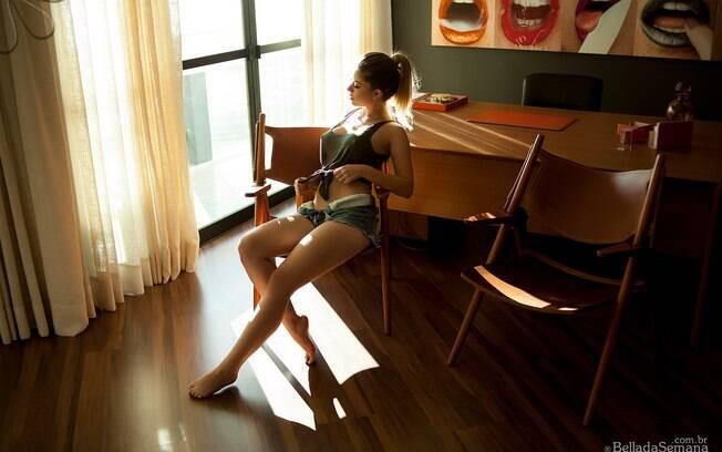 A curitibana Laiane Pedroso trouxe maiores detalhes sobre a experiência de posar para a Bella da Semana
