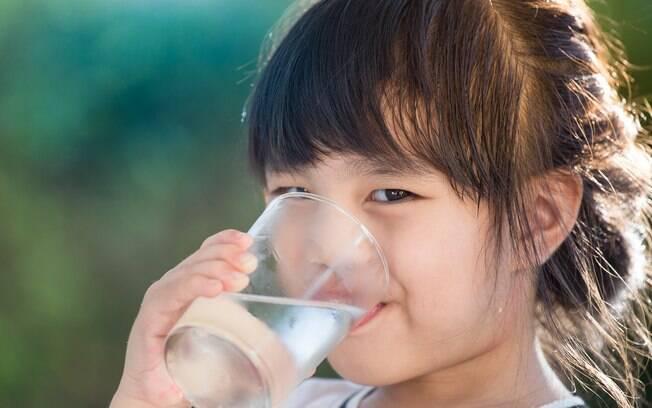 Pesquisador alerta que, antes de usar o metal na água para prevenir demência, é preciso procurar um médico
