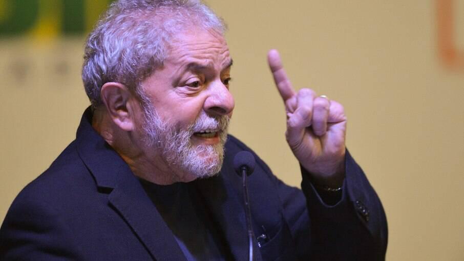 Embora tenha se coloca à disposição, Lula afirmou que Fernando Haddad é seu preferido para concorrer em 2022