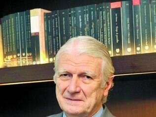 Geraldo Holanda é o atual presidente da Academia Brasileira de Letras