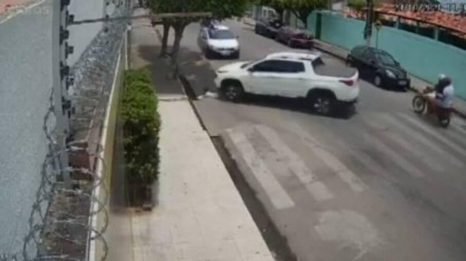 Pai atropela filho em Arapiraca, no Alagoas. Criança teve um ferimento leve
