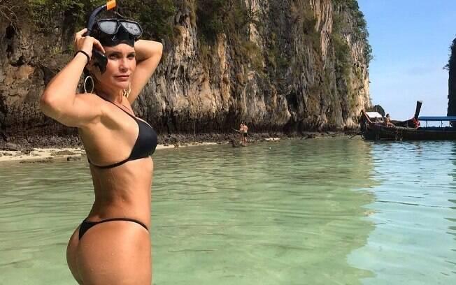 Flávia Alessandra durante férias na Tailândia