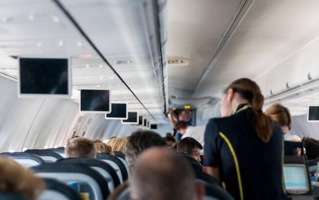 Fonoaudióloga dá dicas de como preservar sua saúde auditiva nos voos