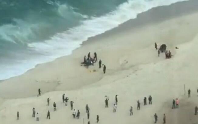 Helicóptero transportava quatro pessoas no momento do acidente; uma delas morreu no local