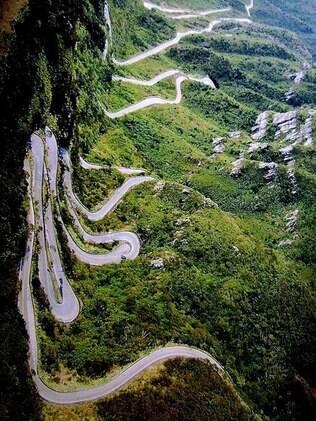 A incrível estrada da Serra do Rio do Rastro: mais de 250 curvas, visual de tirar o fôlego!!