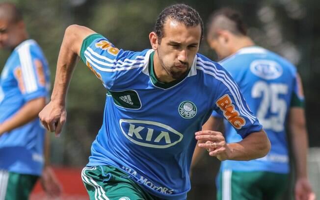 Atacante Barcos participa de treino do  Palmeiras