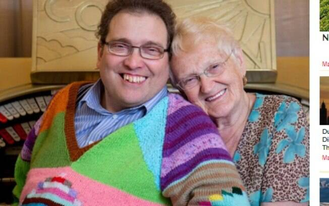 Simon, de 44 anos, e Edna, de 83 anos, se conheceram em 2003. Os dois se dizem mais felizes que nunca