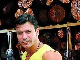 Leonardo Vieira se prepara com aulas de dança para viver striper