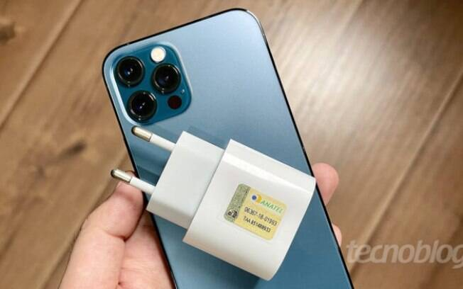 Apple d pistas de que vender iPhones sem cabo USB na caixa