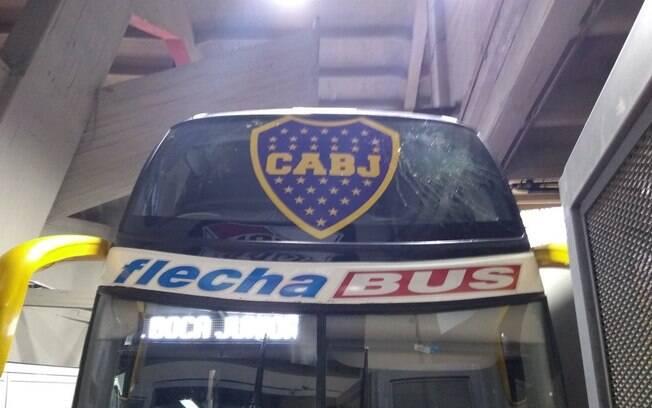 Parte frontal do ônibus do Boca Juniors também foi atingida