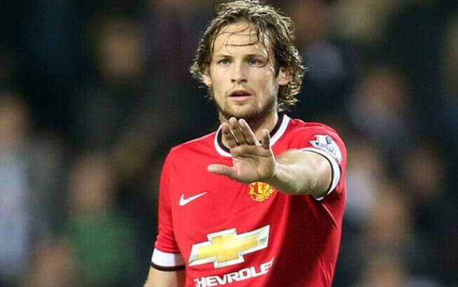 O lateral esquerdo Daley Blind%2C do Manchester United%2C foi um dos punidos 9b65a09ca3f35