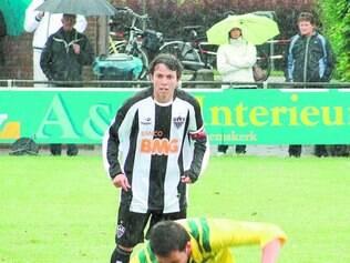 Vitrine. Meia-atacante Bernard, hoje na Ucrânia, despontou no futebol justamente na Taça BH de 2011, como atleta da base do Galo