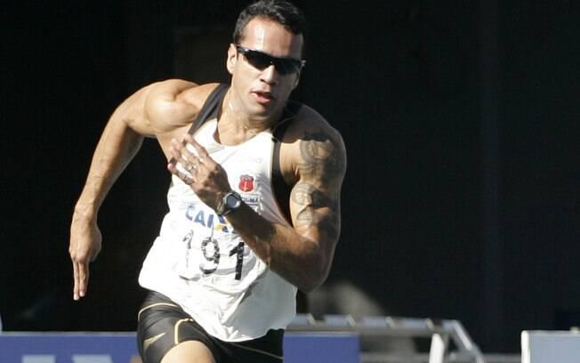 Bruno Lins - foi um dos envolvidos o doping  de atletas que eram da equipe Rede Atletismo pegos  com EPO. Ficou 2 anos suspenso