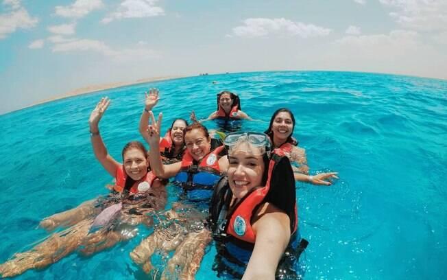 Durante a viagem em grupo, Camila programou de fazer snokling no mar vermelho com algumas das viajantes