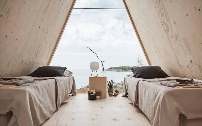 Dentro do mini hotel ecológico todas as mobílias e decorações refletem a filosofia do seu criador e da Neste