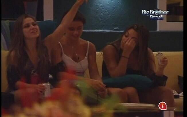 Sisters comentam sobre saudade da vida fora da casa do BBB12