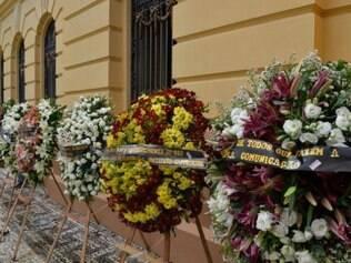 Coroa de flores no Palácio do Campo das Princesas, sede do governo de Pernambuco.