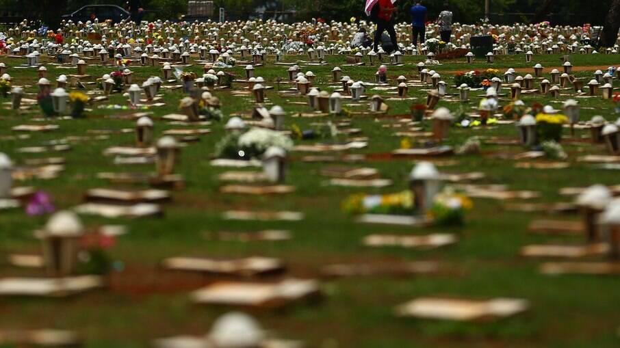 Abril foi o mês com maior número de mortes por Covid-19 no Brasil