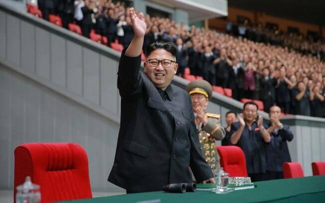 Kim Jong-un, líder da Coreia Norte, participou de uma cerimônia em uma fábrica de fetilizante segundo uma agência de notícia estatal