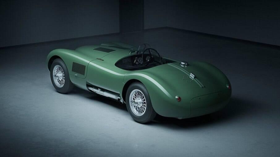 Roadster legítimo, o Jaguar C-Type vem com motor de seis cilindros, capaz de render 220 cavalos de potência
