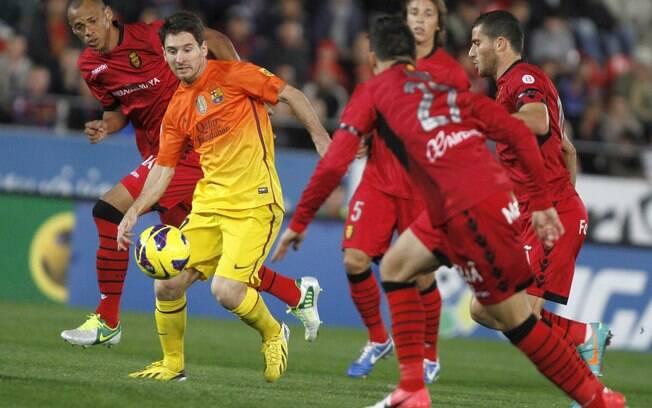 Na vitória por 4 a 2 sobre o Mallorca, na 11ª  rodada, Messi fez dois gols e ultrapassou a marca  de 75 que Pelé estabeleceu em 1958