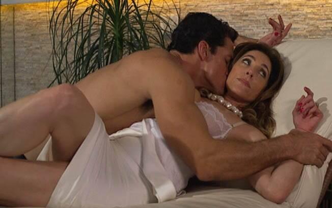 Depois de mandar Ferdinand incendiar a casa de Griselda, Tereza Cristina deixa que ele a beije