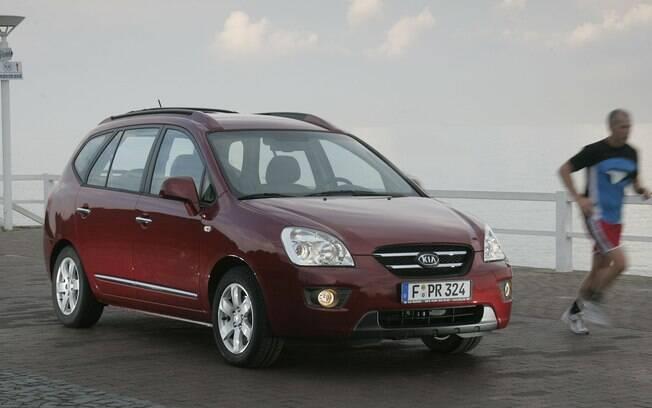 Kia Carens também está entre as opções de minivan seminovas disponíveis atualmente no Brasil