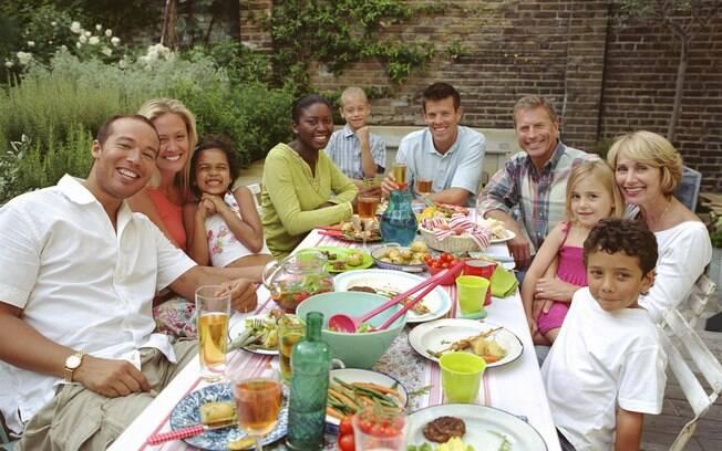 Com ar descontraído, a reunião do Dia dos Pais pede praticidade na hora de organizar a festa
