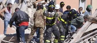 Conheça a história do pai que resgatou os próprios filhos após terremoto